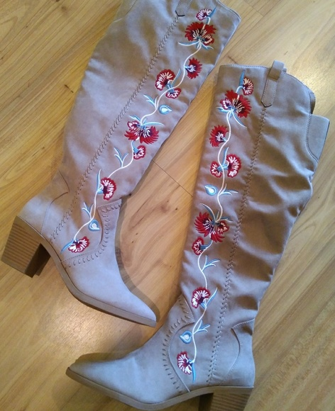 50d9509e566 Carlos Santana embroidered over the knee boots